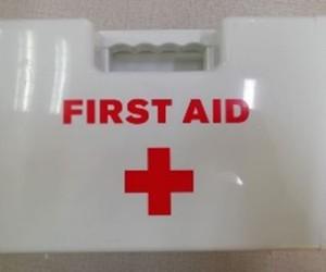 Анхны тусламжийн хайрцаг
