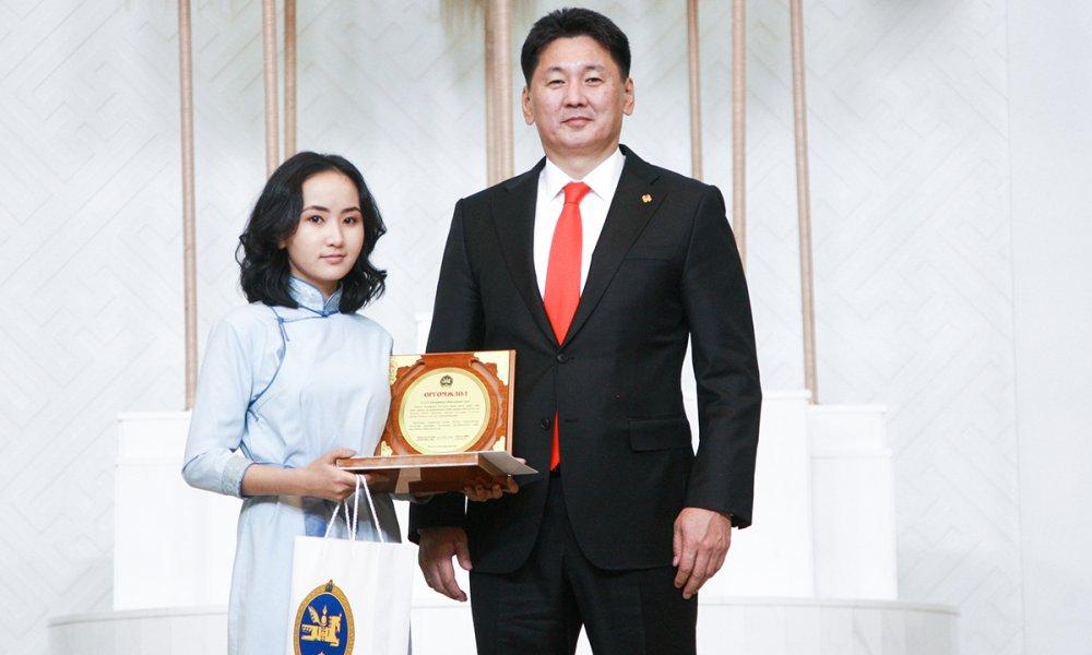 Монгол Улсын Ерөнхий сайдын нэрэмжит тэтгэлэг хүртлээ