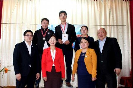 Өнөөдөр монгол бичиг болон нийгмийн ухааны олимпиадын шилдгүүд тодорлоо.