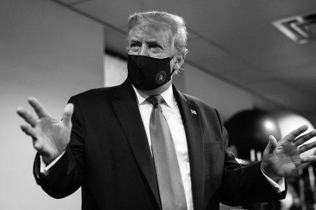 """Дональд Трамп амны хаалт зүүснийгээ """"эх оронч"""" үйлдэл гэж магтав"""