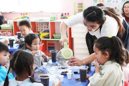 Цэцэрлэгийн багш, туслах багшид үндсэн цалингийн 20 хүртэл хувьтай тэнцэх урамшууллыг улирал бүр олгоно
