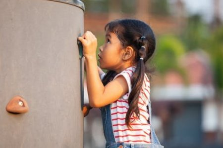 Амьдрал дээр гарахаас нь өмнө хүүхдэдээ зааж өгөх ёстой 8 хичээл