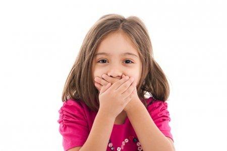 Хүүхдийн амнаас эвгүй үнэр үнэртэх гайхмаар 5 шалтгаан