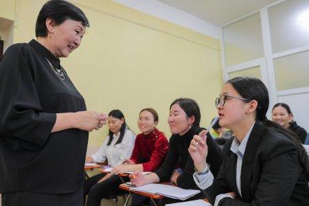 Доктор Ш.Ичинхорлоо: Ирээдүйд техник, технологи хэдий хөгжсөн ч сайн багшийн шинжид хүнлэг сэтгэл гарцаагүй үлдэнэ