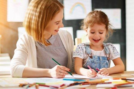 Эцэг эхчүүдийн ямар арга барил хүүхдийн төлөвшилд эерэг нөлөө үзүүлдэг вэ?