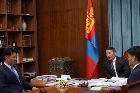 Ерөнхий сайд У.Хүрэлсүх Монгол Улсын Ерөнхийлөгч Х.Баттулгад бараалхлаа