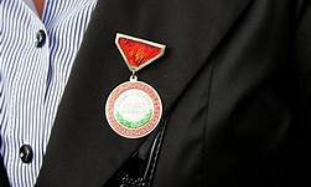 Хөдөлмөрийн хүндэт медалиар шинэ оны босгон дээр шагнагдлаа