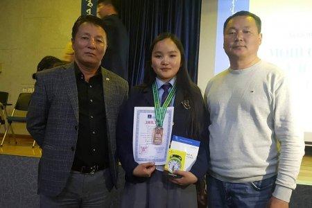 Монгол хэлний хичээлийн улсын олимпиадаас хүрэл медаль хүртлээ