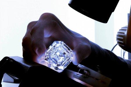 Графф Леседи Ла Рона  302,37 карат бүхий очир алмаз