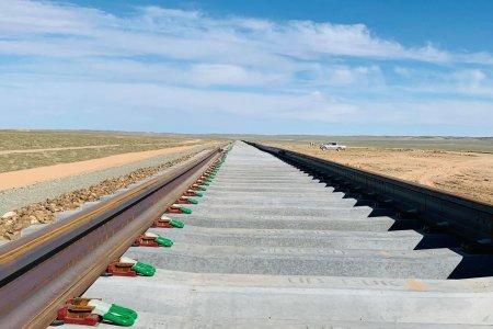 Тавантолгой-Зүүнбаянгийн 414.6 км төмөр замын доод бүтээцийн ажил дуусаж, дээд бүтээцийн 221 км замын угсралт эхэлжээ
