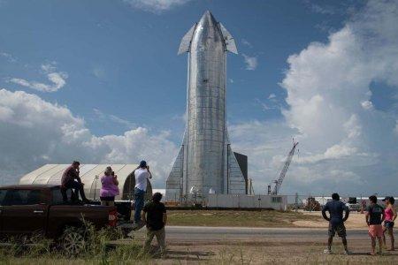 Илон Маск Ангарагт хүрээд эргэж ирэхээр бүтээгдсэн Starship хөлгөө танилцууллаа