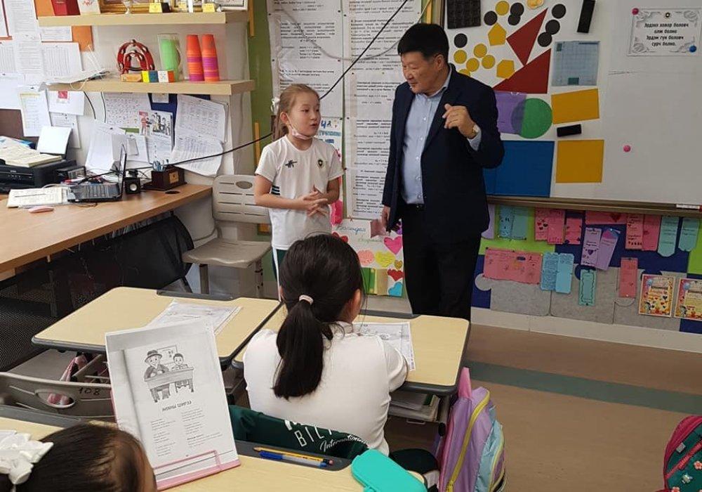 """Mongol Bilig Oyun"" school's Book Festival"