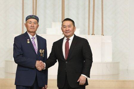 Монгол цэргийн өдөр болон Наурызын баярыг тохиолдуулан Төрийн дээд цол, одон, медаль гардууллаа