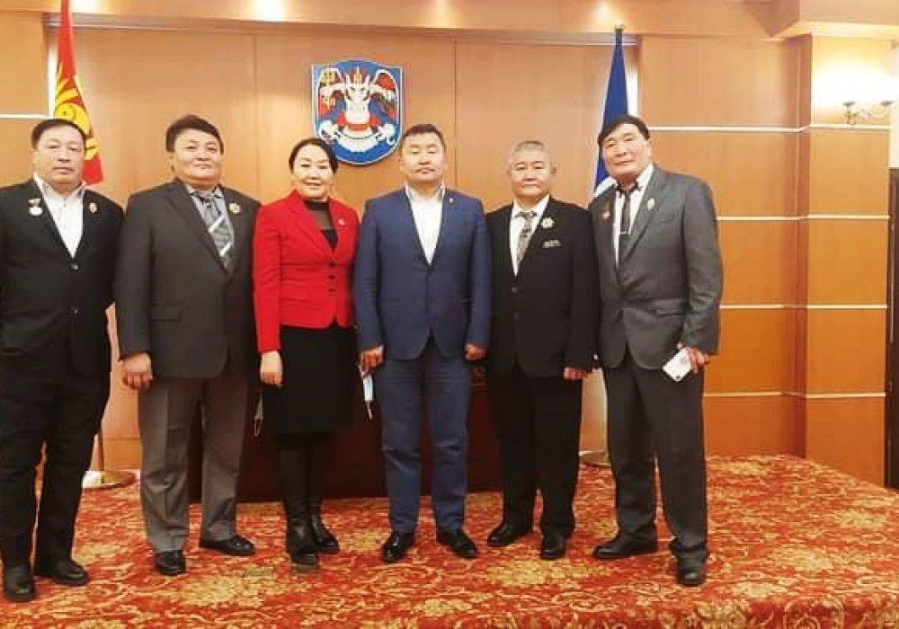 Монгол улсын төрийн дээд шагнал хүртлээ.