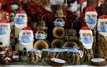 Унгар улсад амны хаалт зүүсэн Санта Клаусын хэлбэртэй шоколад үйлдвэрлэж эхэллээ