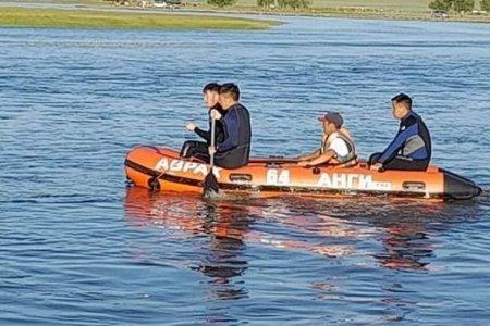 Гол, усны аюулаас 46 иргэнийг хамгаалж, голд суусан 5 автомашиныг татан гаргав