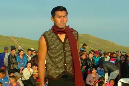 Fashion show of yak down products/Сарлагийн хөөврөн бүтээгдэхүүний загварын шоу