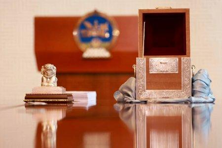 2020 онд батлагдсан Монгол Улсын хуулиудад Төрийн тамга дарах ёслол боллоо