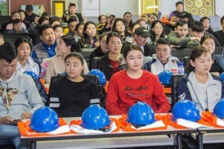 12 дугаар ангийн сурагчдыг компанитай танилцууллаа