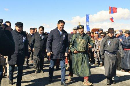 Баянхонгор-Алтай чиглэлийн 126.7км авто замыг хүлээлгэн өглөө.