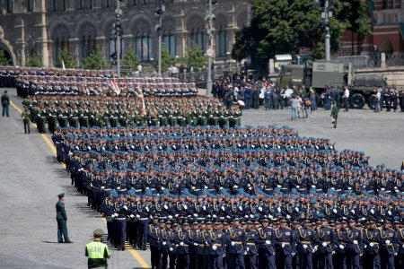 Монгол цэргүүд дэлхийн хоёрдугаар дайны Ялалтын парадад жагслаа