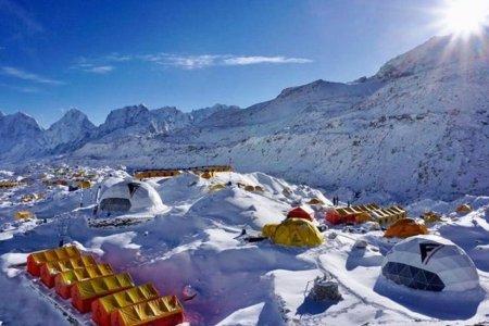 """Эверест уулын баазад хамгийн багадаа """"Ковид-19""""-ийн халдварын 100 тохиолдол бүртгэгджээ"""
