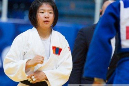 Монголын жүдочид Парисын дэвжээнээс гурван хүрэл медальтай ирлээ