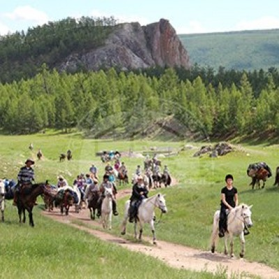 HORSE RIDING IN THE NATIONAL PARK