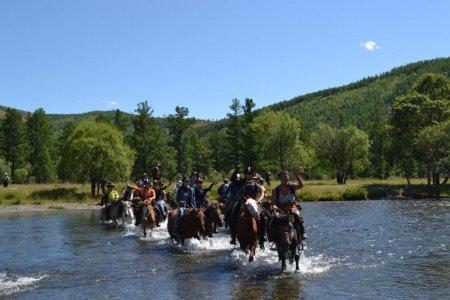 Монгол улс аялал жуулчлалын салбараас 2017 онд 400 сая.ам долларын ашиг олжээ