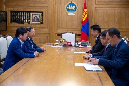 Монгол Улсын Ерөнхий сайд У.Хүрэлсүх гавьяат хуульч Н.Жанцанд хүндэтгэл үзүүлэв