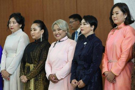 Ерөнхийлөгч Х.Баттулга Баянзүрх дүүрэгт амьдардаг 1,021 ээжид