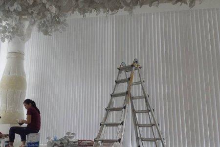 Босоо туузан хөшиг КОКА КОЛАД хийлээ гэрэл 100% хаадаг цагаан матираалар .6 н митэр өндөр налуу цонх