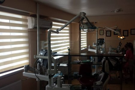 Шүдний эмнэлэгт давхар хөшиг хийлээ