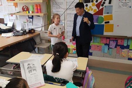 """""""Монгол билиг оюун"""" сургуулийн бага ангийн сурагчдын урилгаар бяцхан уншигч нартайгаа уулзалт хийлээ."""