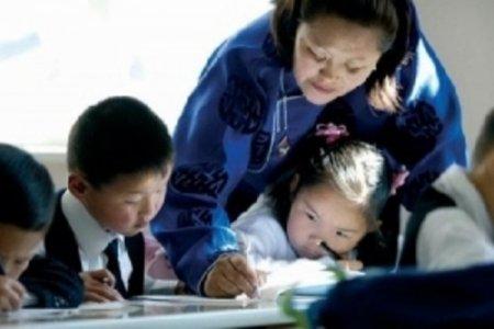 Багш нарын үр дүнгийн урамшууллыг нэмэхээр болов