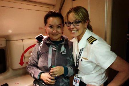 Монгол бүсгүй онгоцонд хүний амь аварч 150 ам.долларын United Air аяллын сертификатаар шагнуулжээ