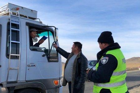 Аймгийн цагдаагийн газартай хамтран ачаа тээврийн болон такси үйлчилгээ эрхлэгч иргэдийг татварт хамруулан ажиллаж байна.