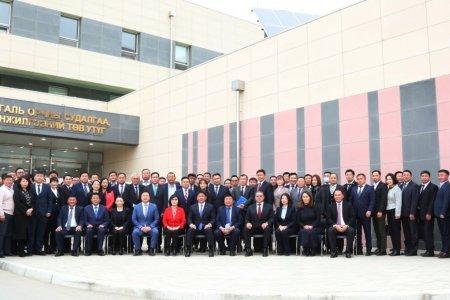 Монгол улсын Ерөнхий сайд У.Хүрэлсүх Байгаль орчин, аялал жуулчлалын салбарын үйл ажиллагаатай танилцаж, үүрэг чиглэл өглөө