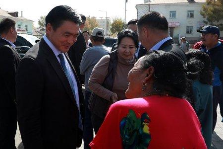 Хотын захирагч С.Амарсайхан Налайх дүүргийн иргэд хөдөлмөрчидтэй уулзаж, санал сэтгэгдлийг нь сонслоо