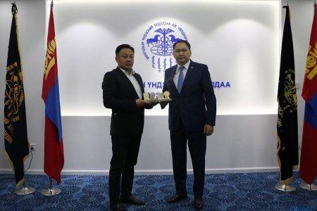 """""""Эрдэнэс Монгол"""" ХХК-ийг хоёр жил дараалан """"ТОП-100 аж ахуйн нэгж""""-ийн нэгээр өргөмжиллөө"""