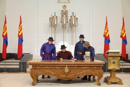 Монгол Улсын Үндсэн хуулийн нэмэлт өөрчлөлтийг өнөөдөр морин цагаас эхэлж мөрдөнө