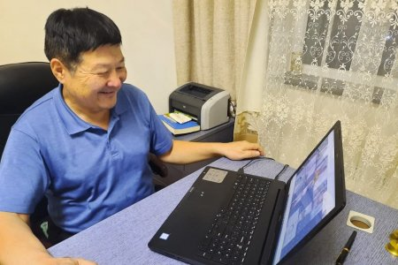 Sundui has organized an online meeting with his readers about his movie titled Yellow colt