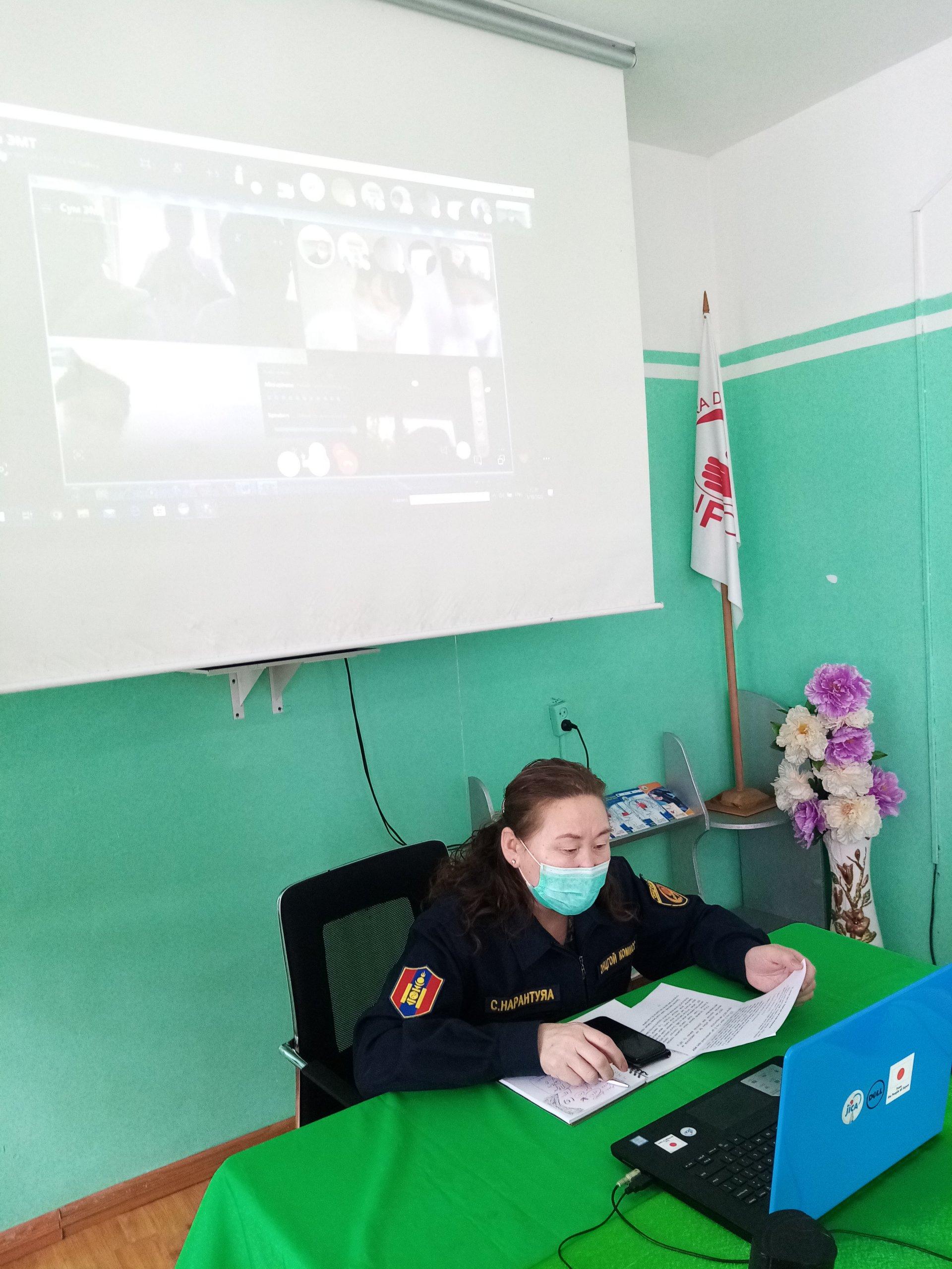 Сумын ЭМТ-үүдтэй цахимаар холбогдож  үүрэг чиглэл өглөө.