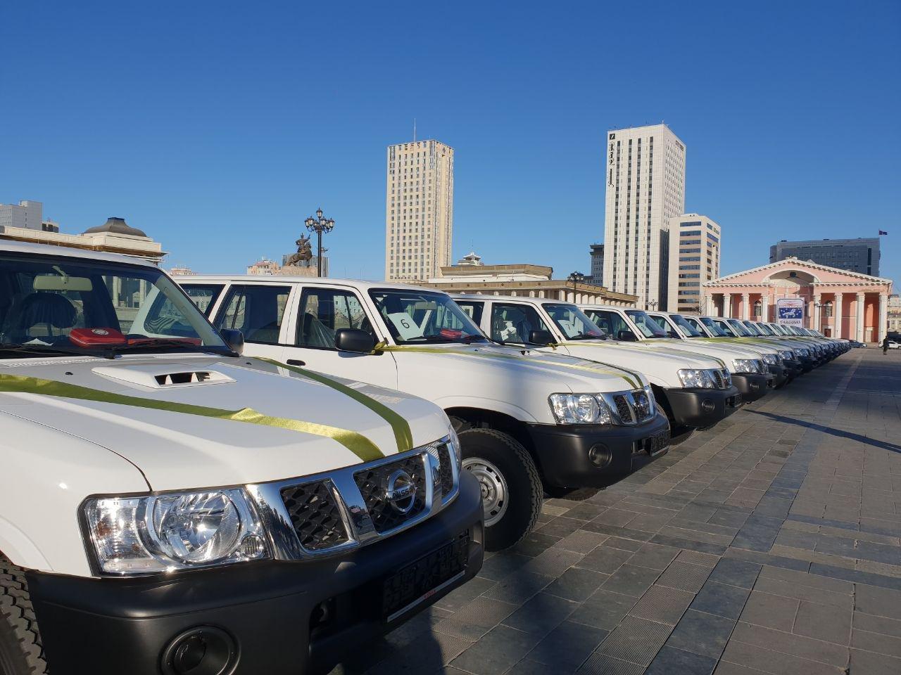 21 аймгийн Эрүүл мэндийн газарт яаралтай түргэн тусламжийн автомашин Эрүүл мэндийн сайд Д.Сарангэрэл гардуулан өглөө.