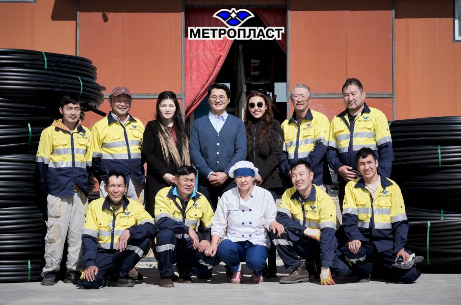 Монголд хуванцар бүтээцийг хөгжүүлэхэд хувь нэмрээ оруулан 10 жилийн нүүрийг үзжээ