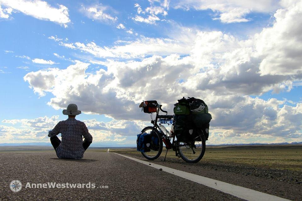 Дугуйгаар аялагч Герман бүсгүй Анне Вествордз өөрийнхөө блогтоо Монголын талаар ингэж бичжээ. Та заавал уншаарай???