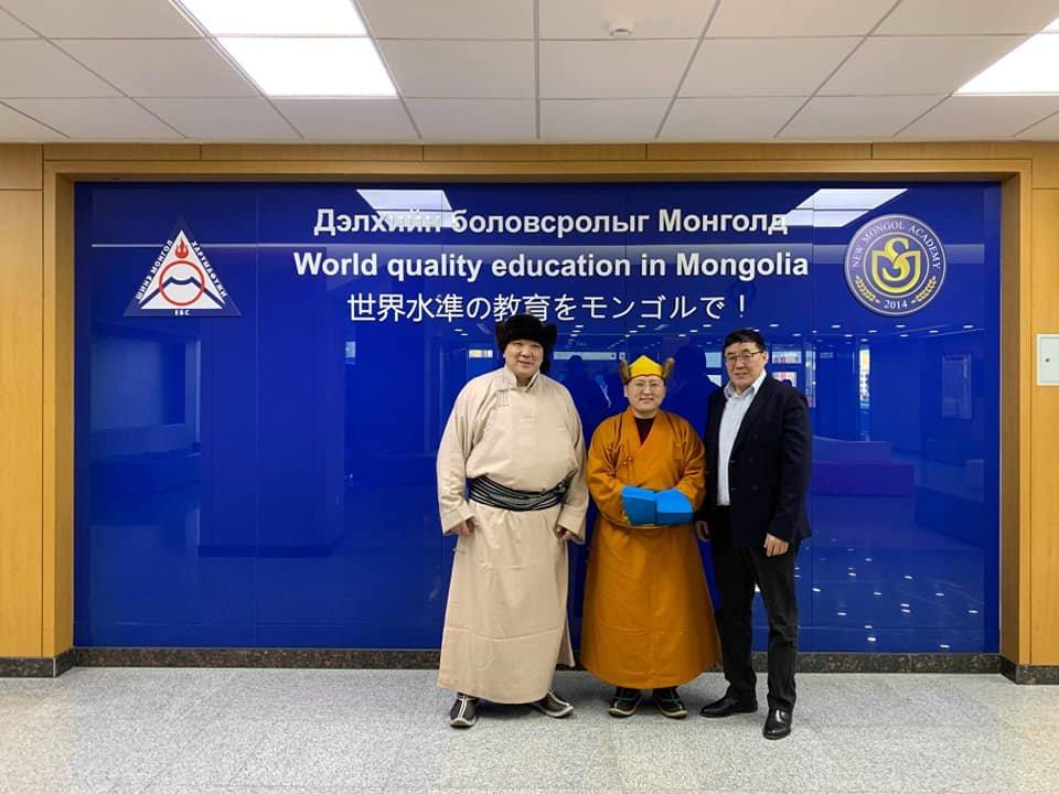 Шинэ Монгол Харүмафүжи сургуулиар монгол багш лхаарамба Д.Жавзандорж зочиллоо