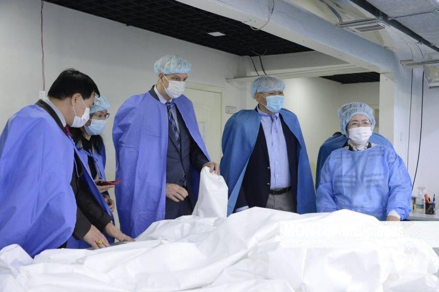 Грегори Мэй: Монголд үйлдвэрлэсэн эмнэлгийн хувцас Америкийн зах зээлд гарах боломжтой