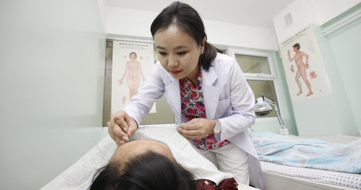 Ц.Дарьсүрэн: Мэдрэлийн ядаргаа, даралт ихсэх, саажилт зэрэг өвчин уламжлалт эмчилгээгээр бүрэн илааршдаг