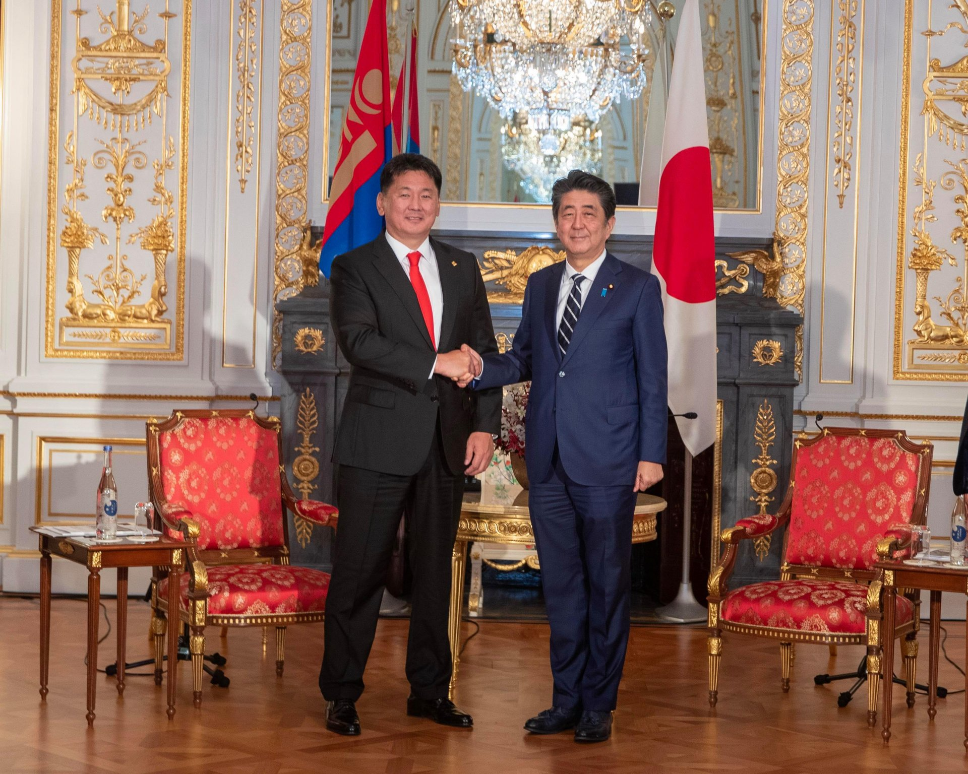 Монгол Улсын Ерөнхий сайд У. Хүрэлсүх Япон Улсын Ерөнхий сайд Абэ Шинзо-тай уулзлаа